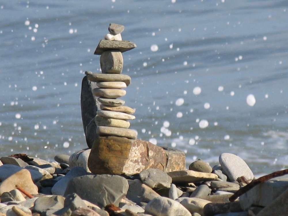 Каменный пляж в Небуге
