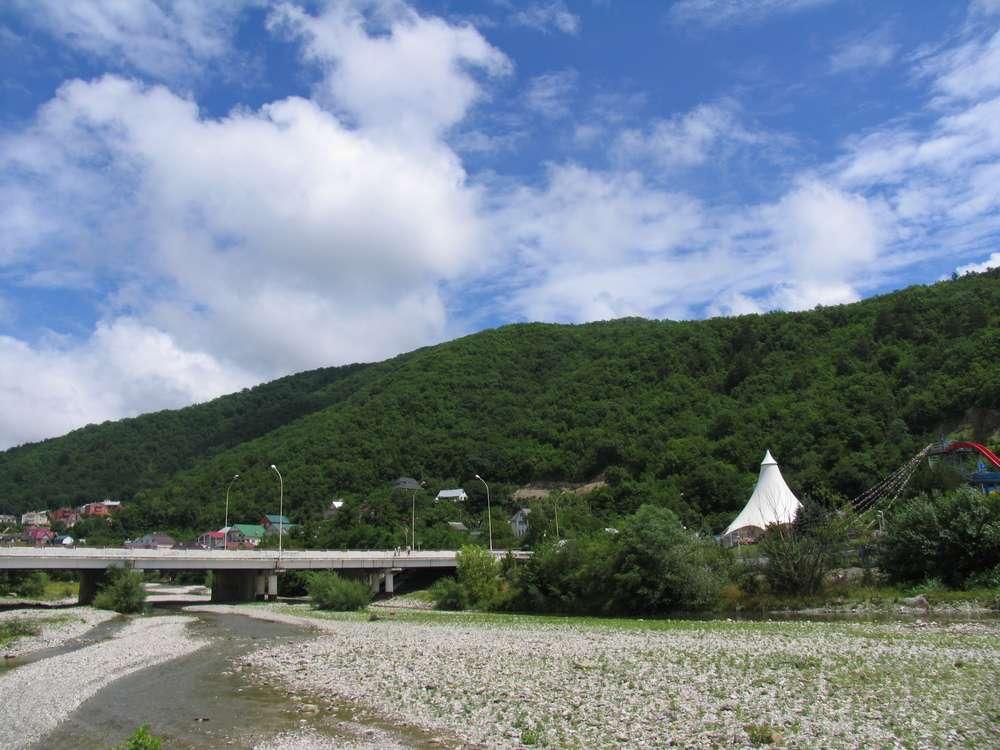 мост через реку небуг