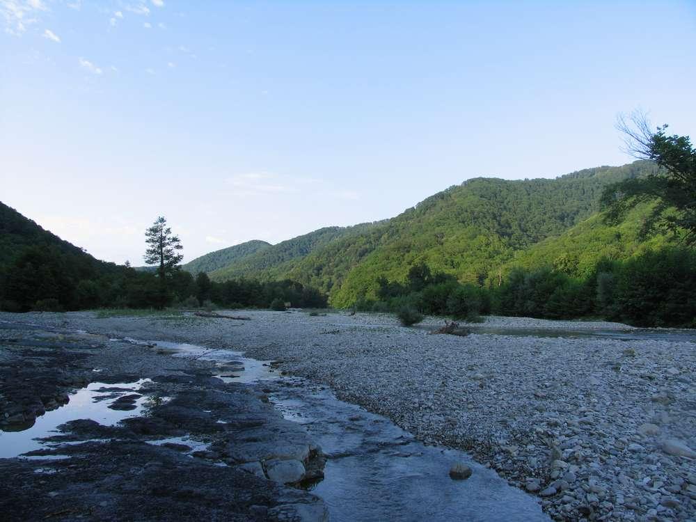 каменное русло реки небуг