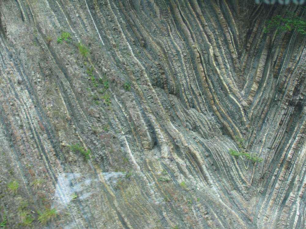 окаменевшие горные слои