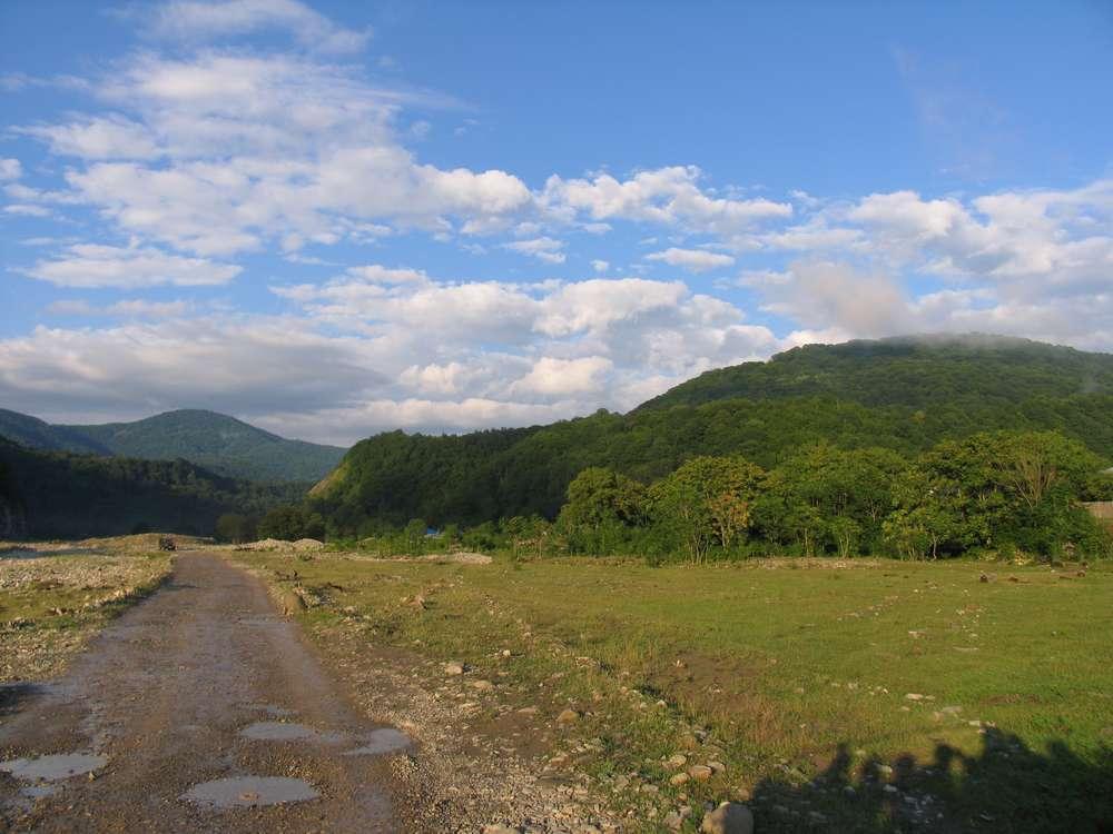 Голубое небо и горы