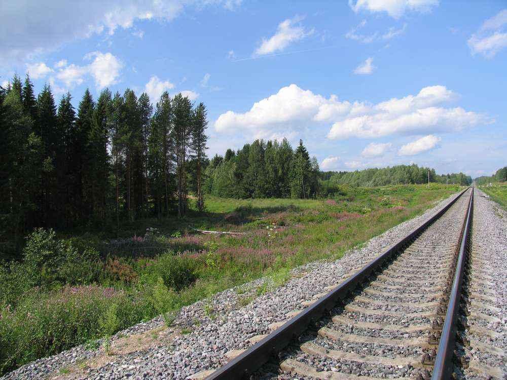 Железная дорога - граница современного города и природы