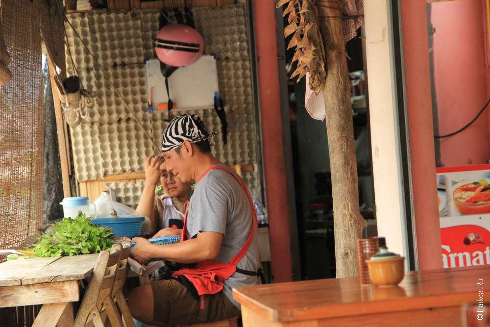 А это радостные хозяева Petchaburi Thai food