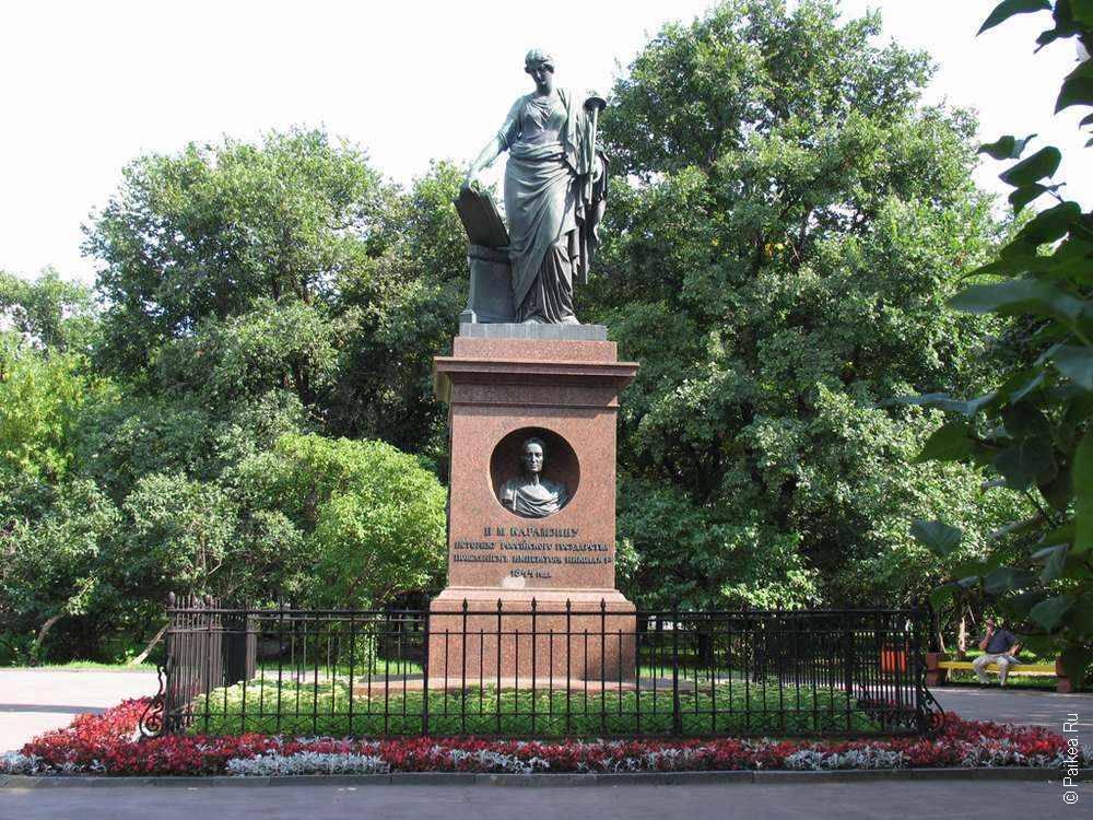Памятник Карамзину в Ульяновске