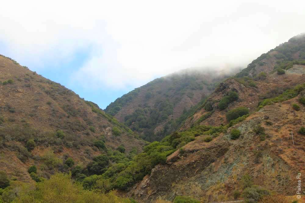 Облака над холмами