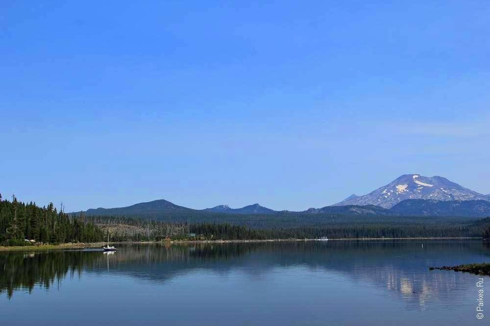 Озеро, небо и гора