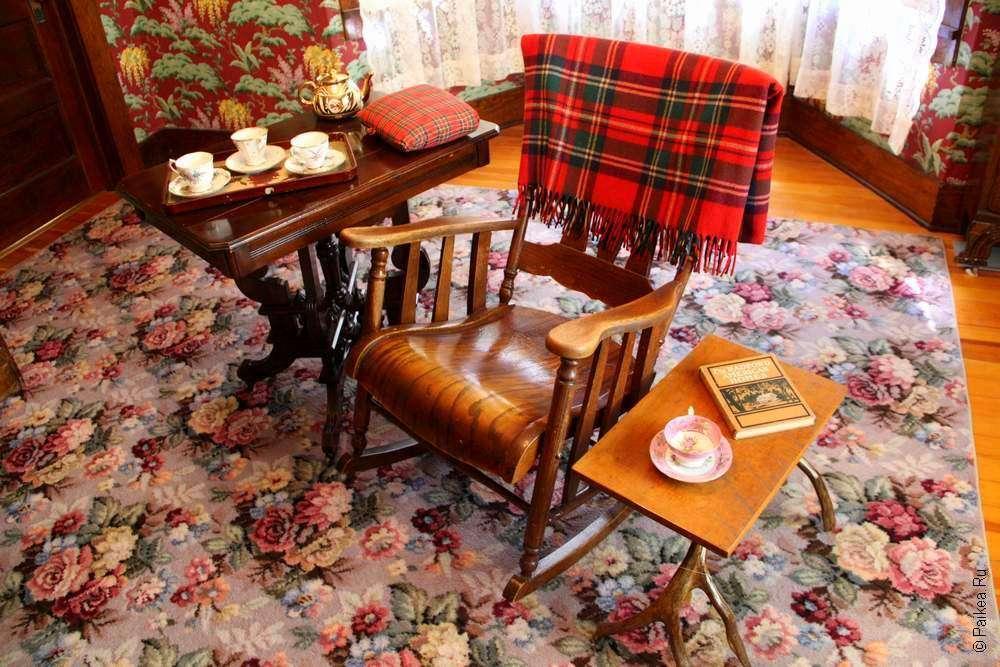 Кресло и чайные столики на ранчо начала XX века