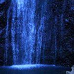 Холодный цвет воды водопада