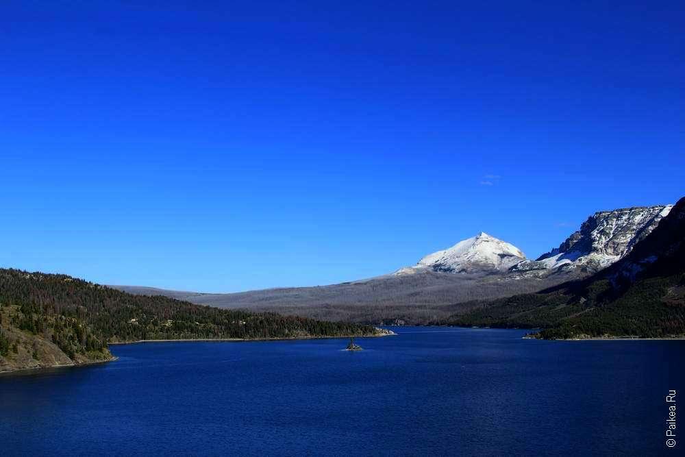 Озеро в национальном парке Глейшер