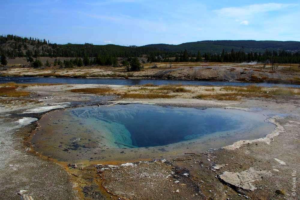 Геотермальный источник в парке Йеллоустоун