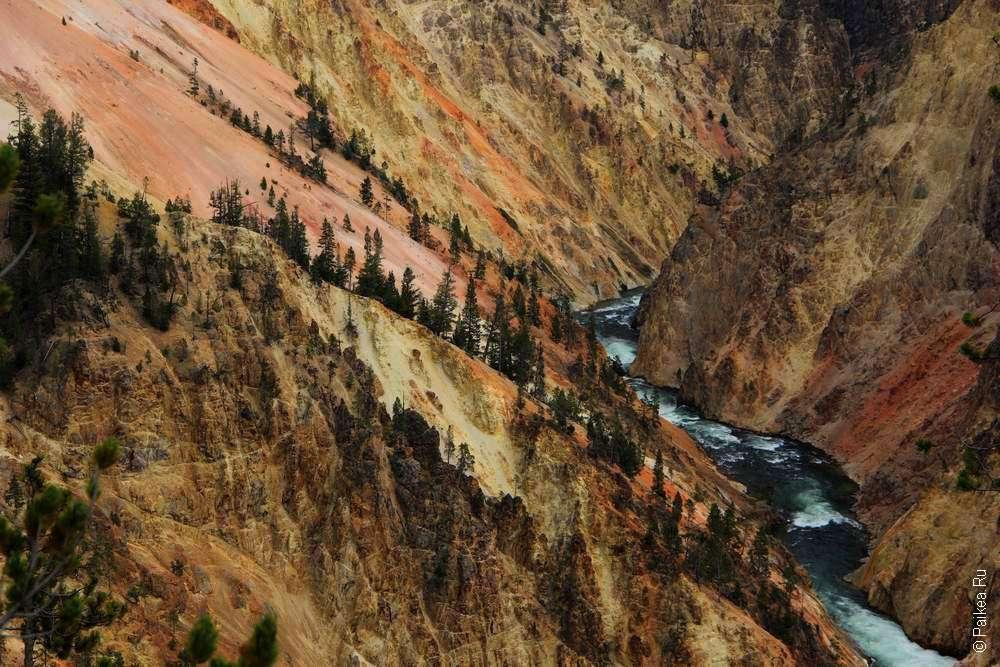 Разноцветные стены каньона