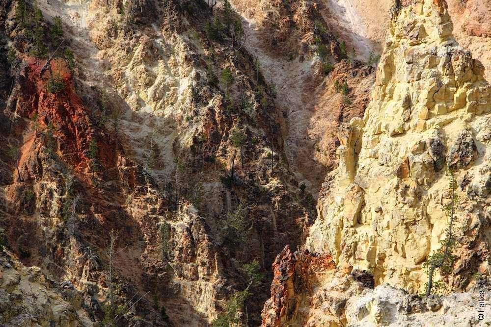 Желтые и красные скалы