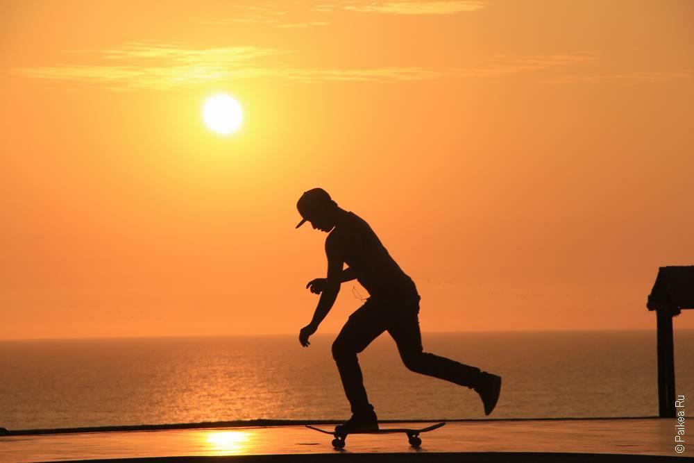 Скейтбордист и закат