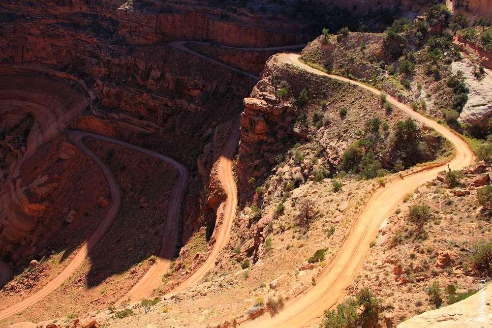 Грунтовая дорога в каньоне