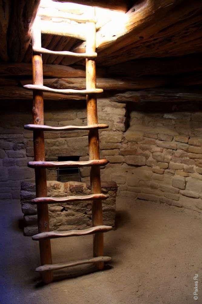 Лестница в подземной комнате