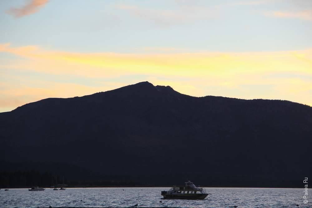 солнечный закат над озером в сша