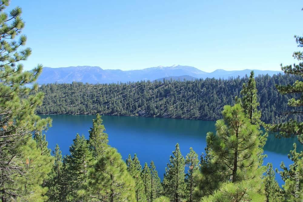 озеро в горах США