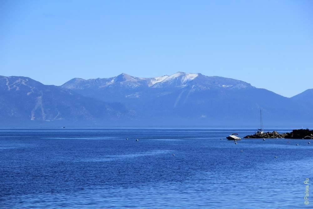 озеро окружено горами