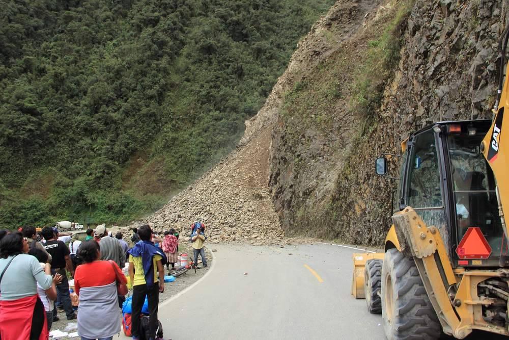 Обвал на горной дороге