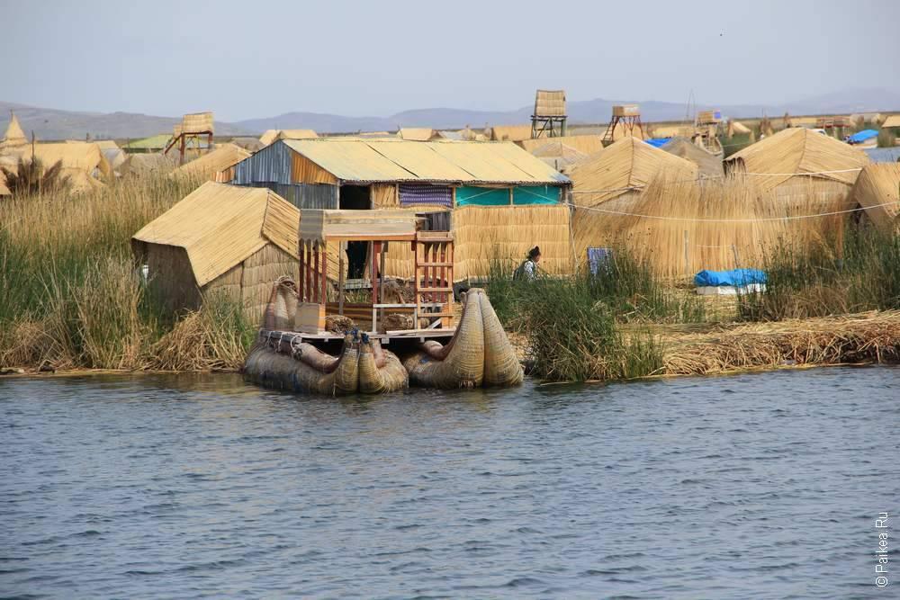 большой плавучий остров на озере титикака