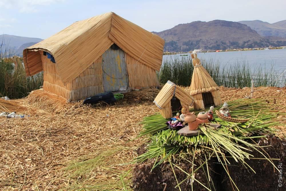 примитивный домик на плавучем острове