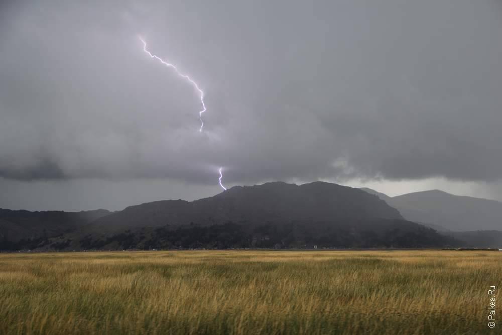 молния ударила в гору