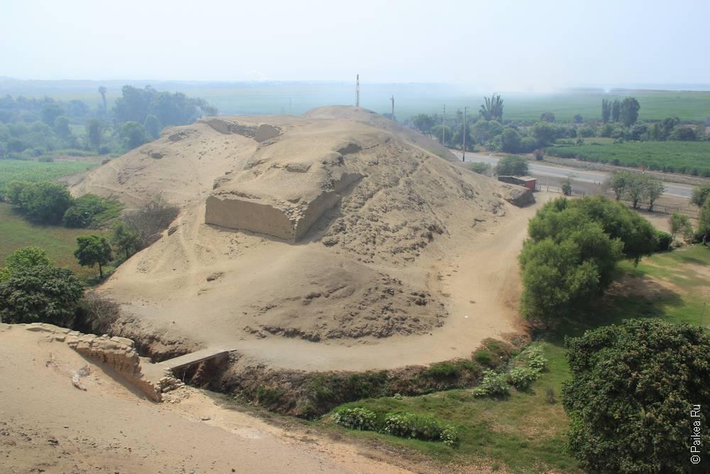 Руины на соседнем холме