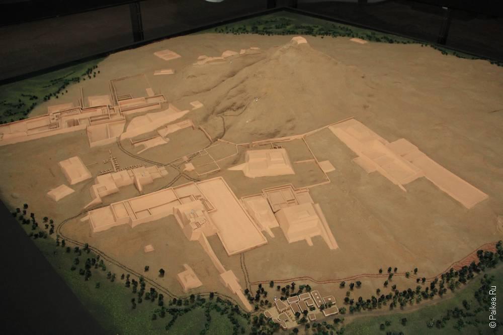 Общий план пирамид в музее