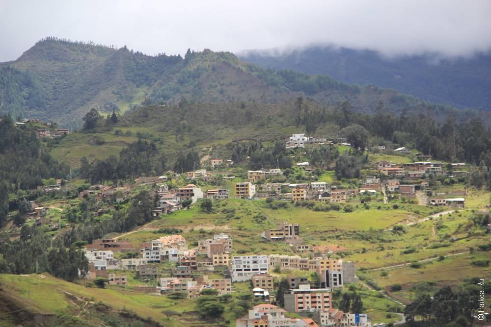 Зеленые горы вокруг Лохи