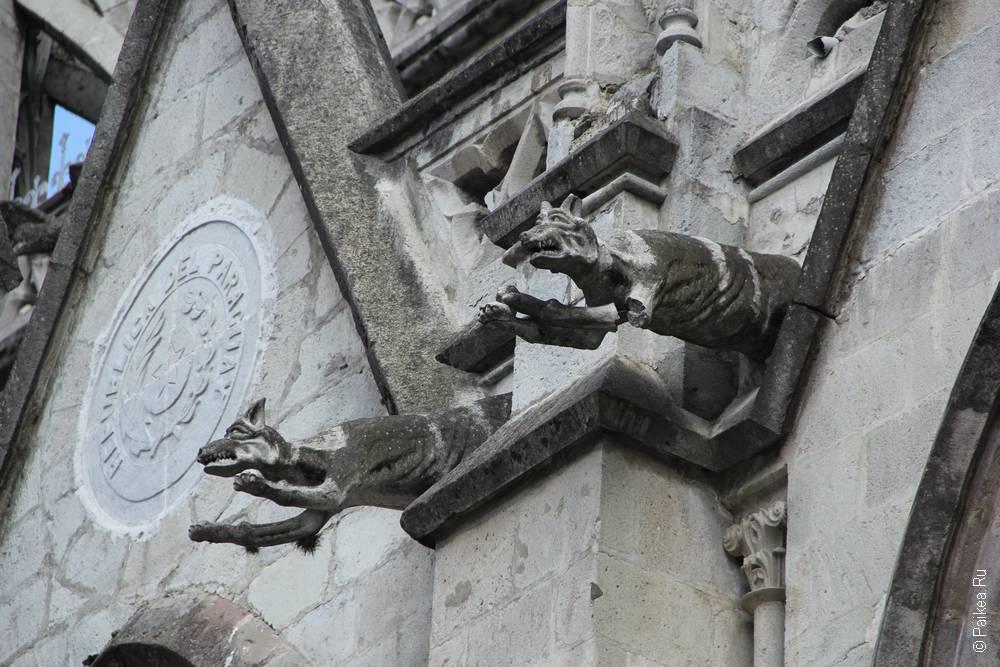 статуи волков