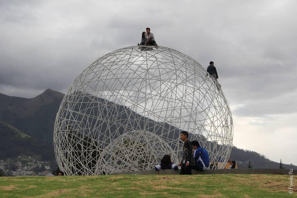 прозрачная сфера в столице эквадора