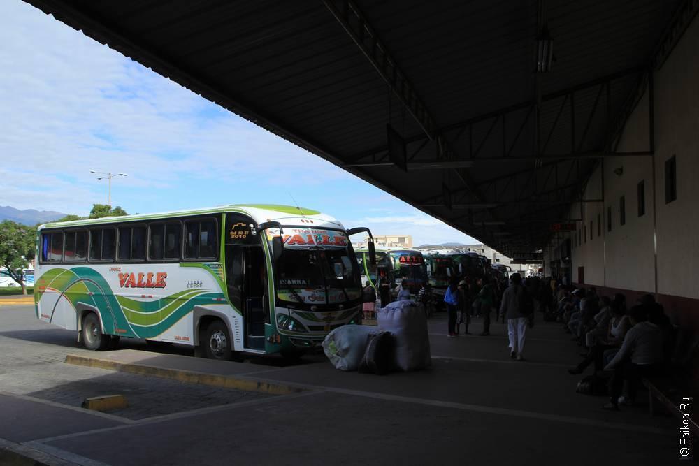 Автобус на терминале в Ибарре Эквадор
