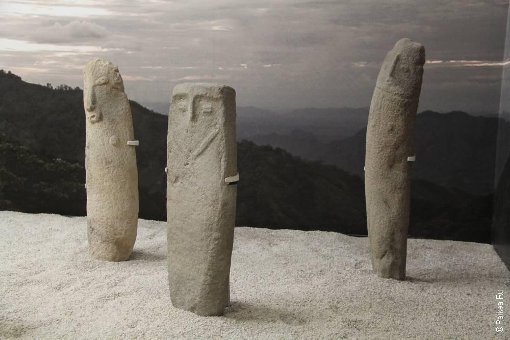 Кунтур-Уаси в Перу выглядит примерно так же, и золотые экспонаты также представляют из себя иллюстрации рассказов шаманов