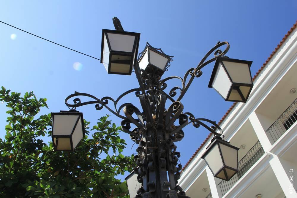Фонарный столб на улице