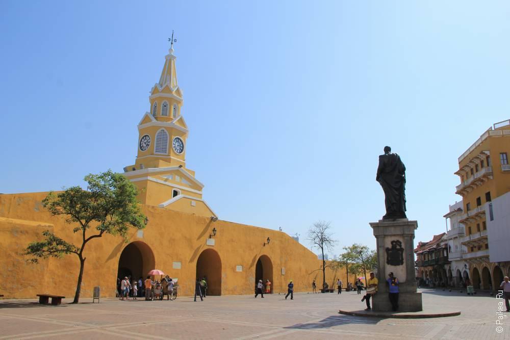 Башня с часами на главной площади