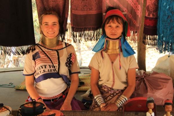 Наша подруга Вики с женщиной племени карен