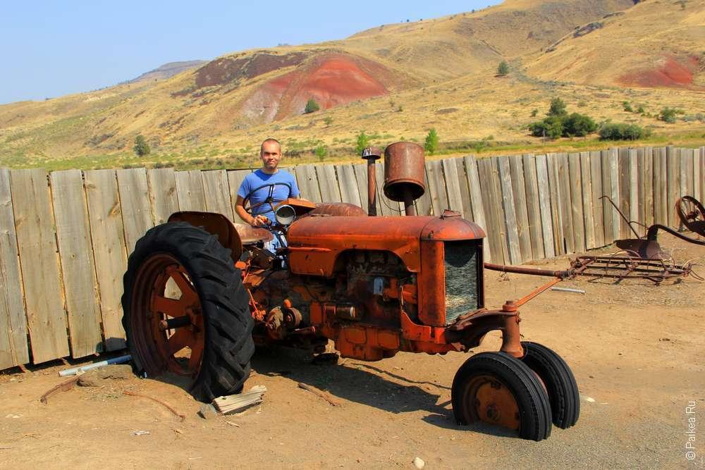 Старый трактор на ферме в штате Орегон