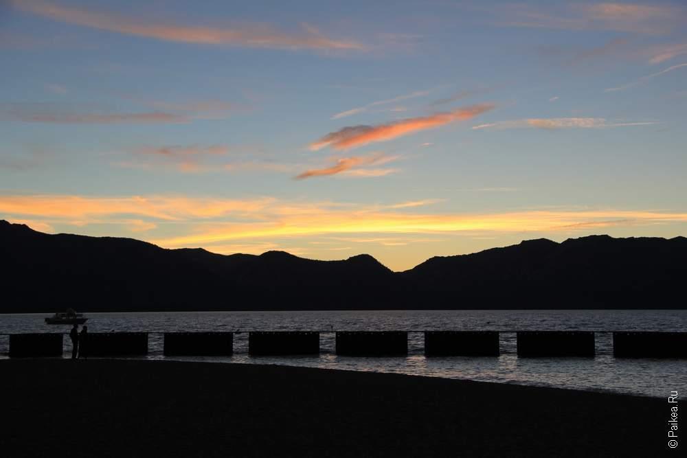 Озеро Тахо вечером