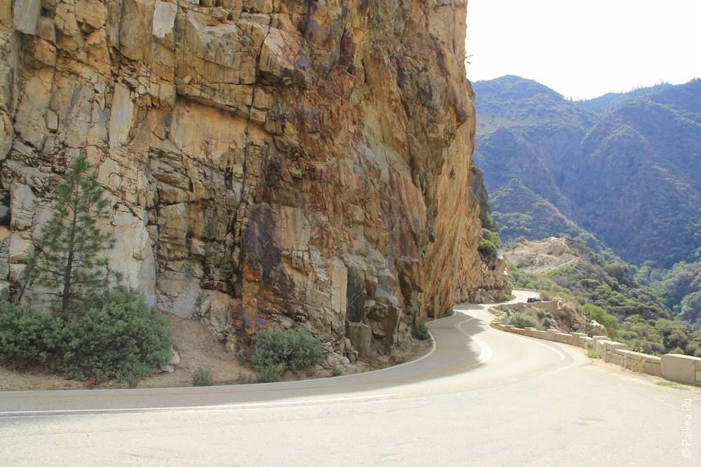 Едем в Кингс каньон по узкой отвесной дороге