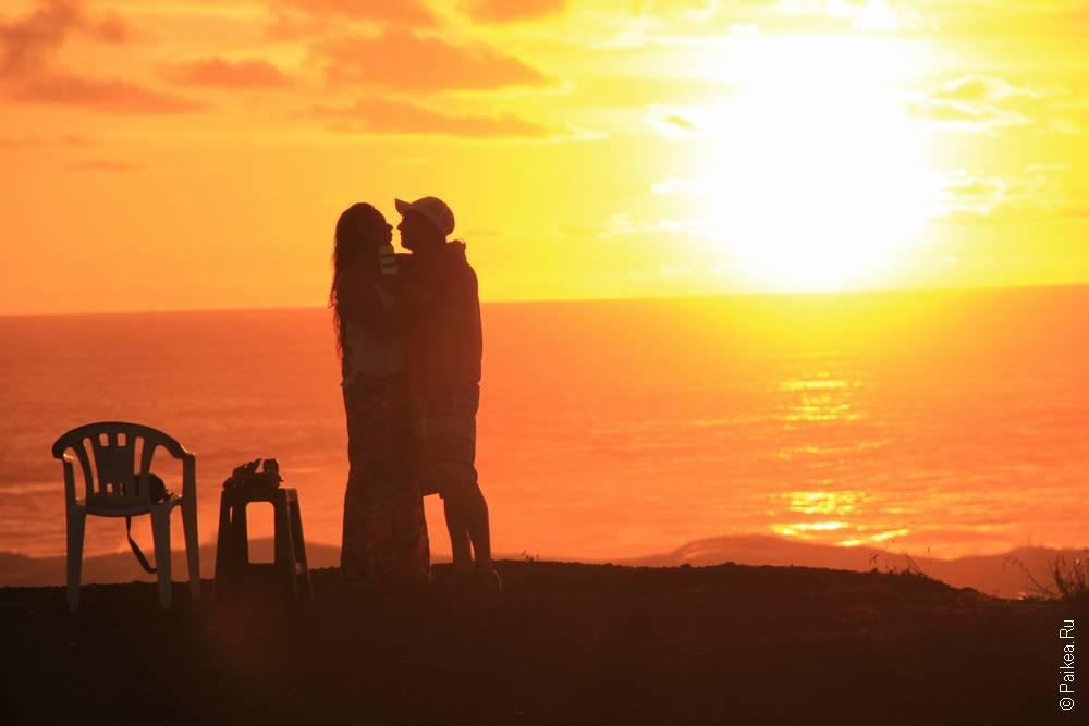 Закат на Тихом океане. такую картину мы наблюдали, как говорится, не выходя из палатки
