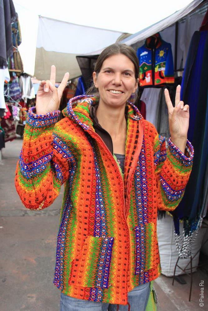Почти купила эту цветастую курточку. Но размерчик великоват был!