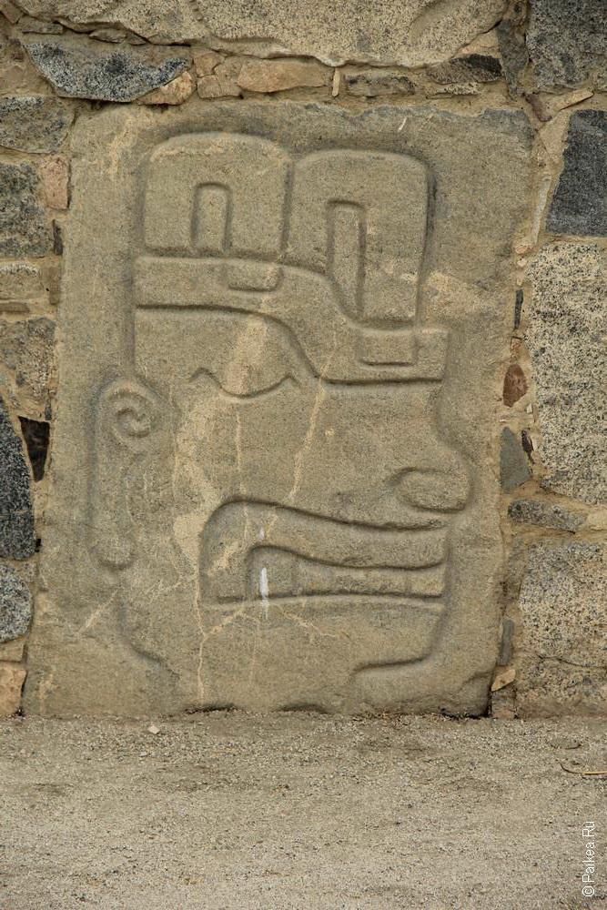 Недалеко от Касмы есть городок, где на камнях высечены лица людей