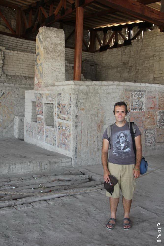 Не правда ли очень странное сооружение находится в одной из пирамид недалеко от Трухильо? Это Эль Брухо и... печка?