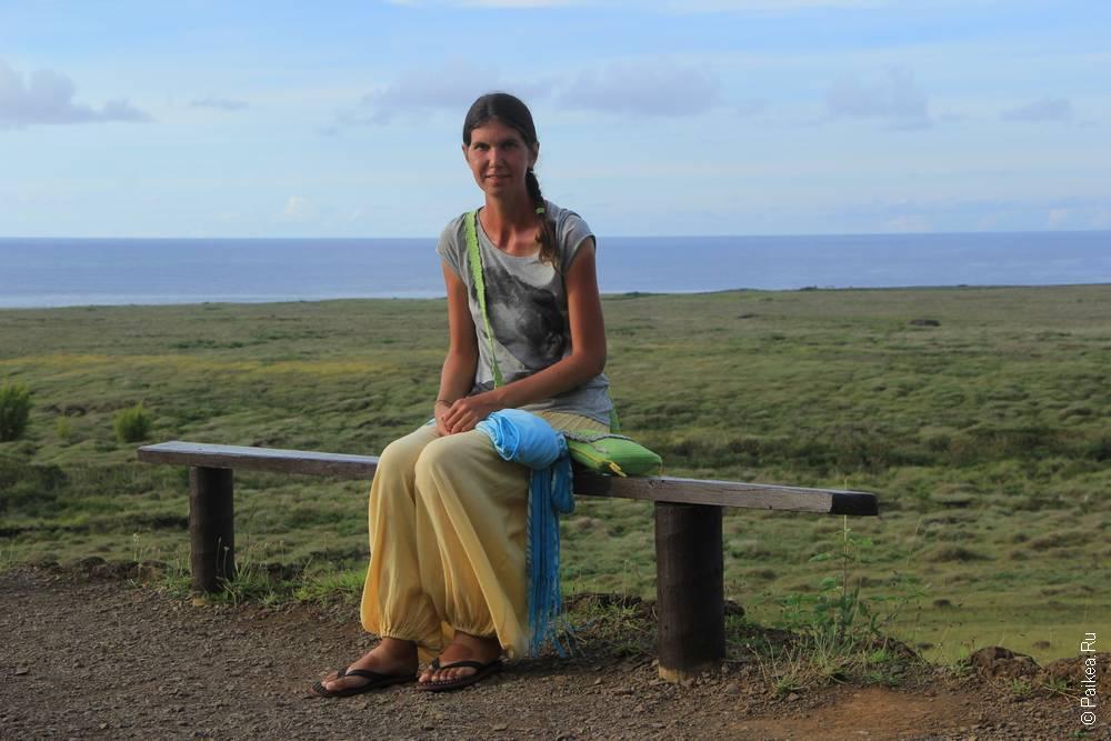 Вот так на скамеечке можно сидеть часами и наслаждаться видом на океан и осознанием, того, как океан огромен, какой остров далекий