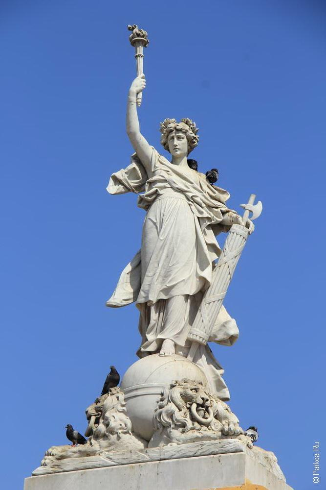 И даже своя статуя свободы тут есть
