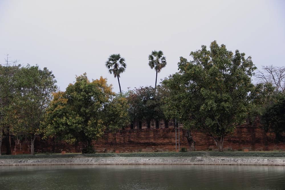 Стены дворца в Мандалае