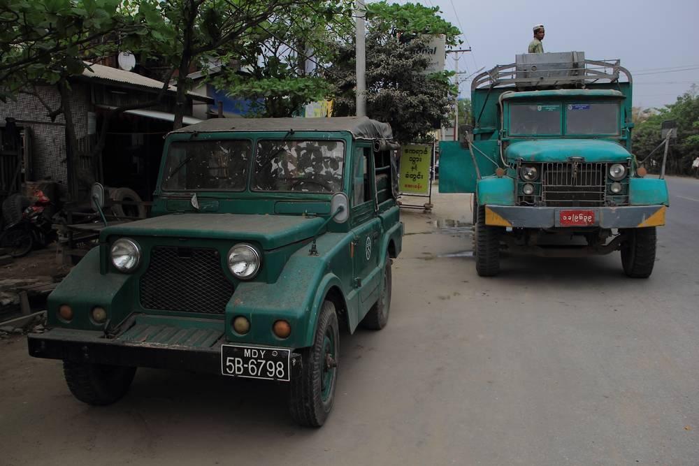 Достояние старых времен, раритетный транспорт в Мьянме фото