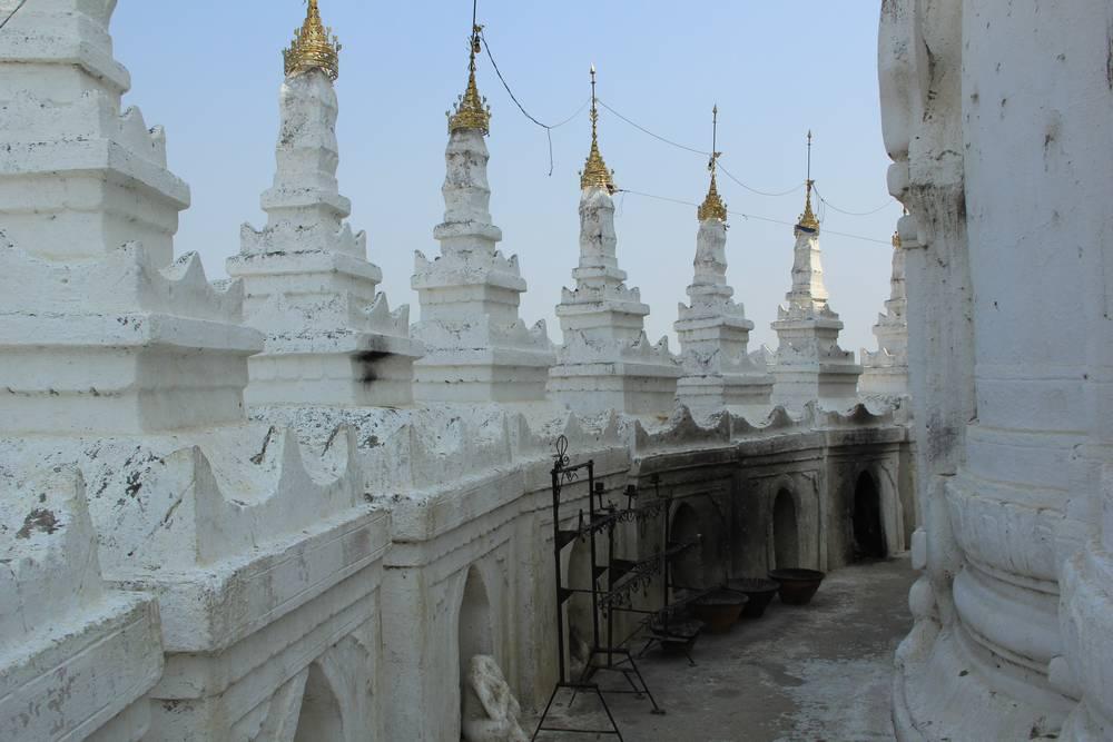 От свечей пагода немного закоптилась