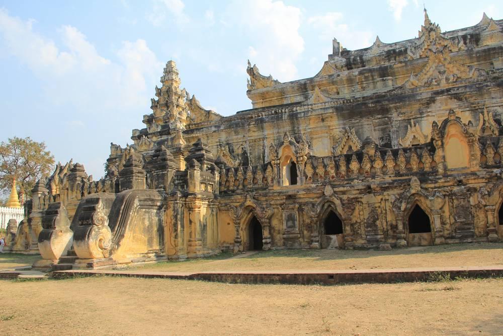 Монастырь в Иньва Мьянма