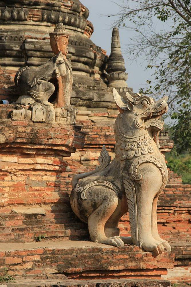 Скульптуры на храме в Мьянме